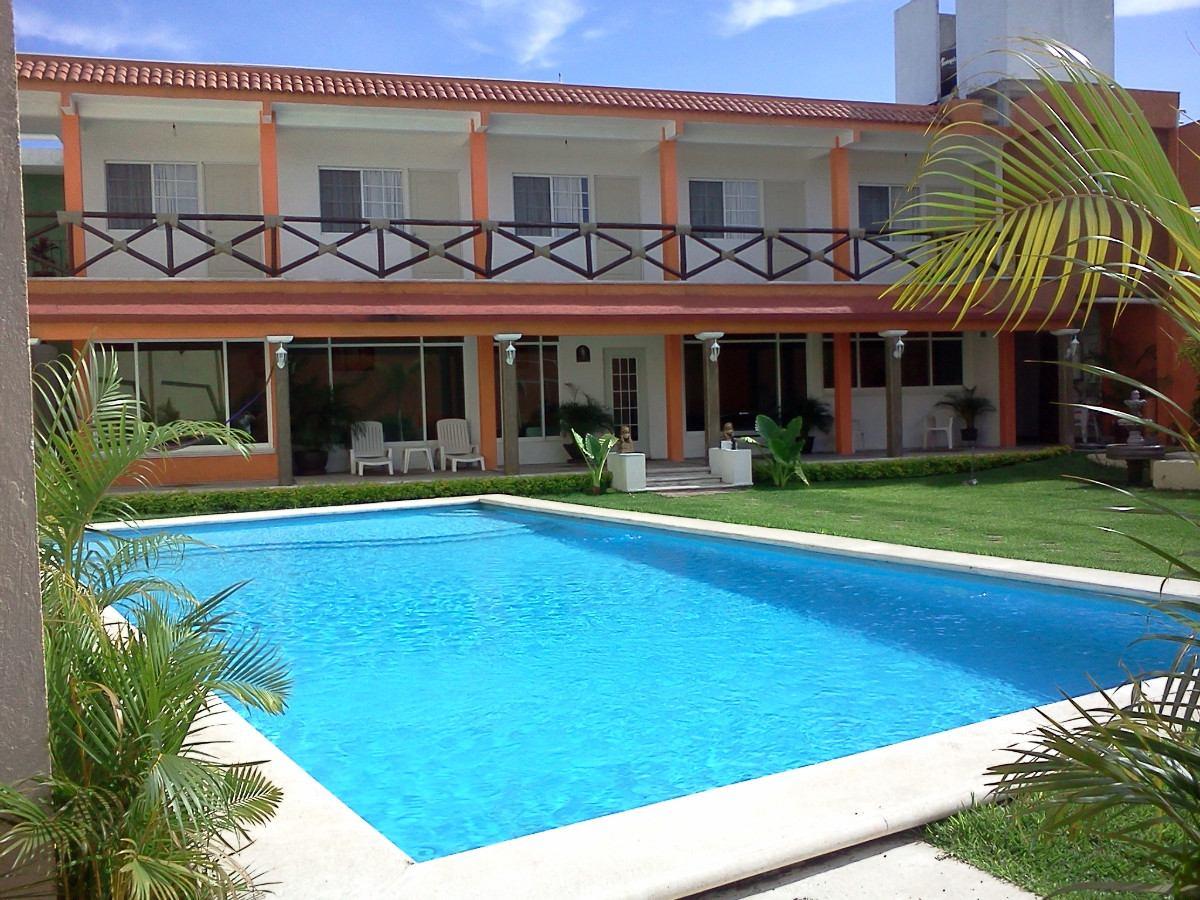 Pin renta casas club golf avandaro alberca on pinterest for Casas de renta
