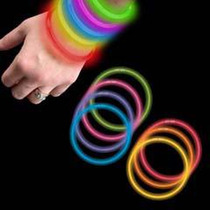 $75 X 100 Pulseras Neon Cyalume 5 Colores Glow Bracelets