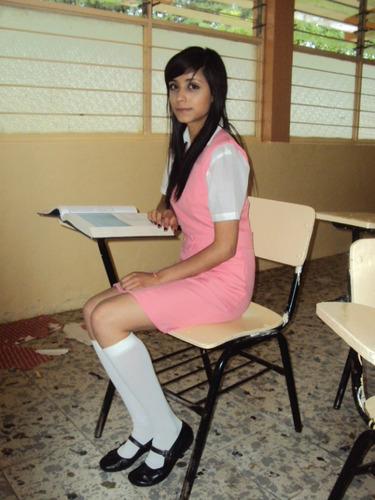 Linda colegiala deja ver todo debajo de su falda - 3 part 9