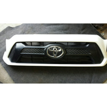 Parrilla Toyota Tacoma 2012-2013 Original Y Tengo Otra Nueva
