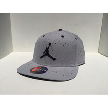 Gorra Jordan Retro 4 White Cement