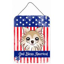 Dios Bendice La Bandera Americana Con Chihuahua En La Pared