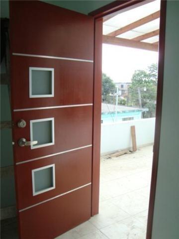 Puertas minimalistas echas a base de madera 100 natural for Puertas de madera exterior minimalistas