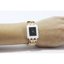 Reloj Cuadrado Esfera Negra Bisel Blanco Correa Dorada R148