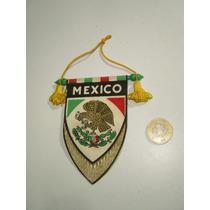 Escudo De México Vintage Colgante