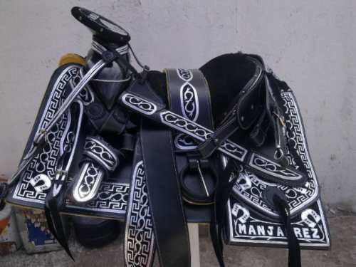 Silla de montar montura navajeada plateada nuevo dise o for Monturas para caballos