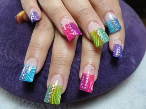 Uñas postizas decoradas de colores - Imagui
