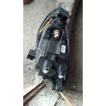 Faro Derecho Usado Nissan March 2014-