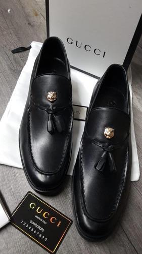 e8225cd48 Zapatos De Vestir Gucci De Piel Color Negro Llevan Caja