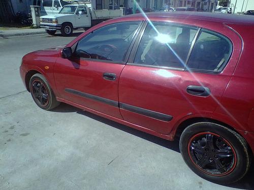 Nissan Almera 2004 Foto 3