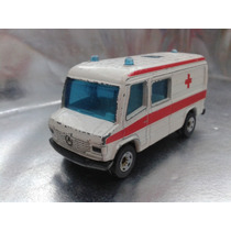 Siku - Mercedes Benz Ambulancia 2