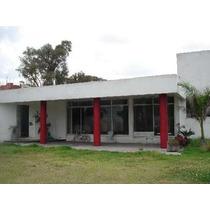 Se Vende Casa De Una Planta En San Martinito, Puebla. Cerca De Parque España Ii Y Del Crit. Cuenta Con: 2 Habitaciones Con Vestidor, Baño Y Jacuzzi Y Una Con Vapor. 2.5 Baños; Sala Con Chimenea,