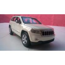 Camioneta Jeep Laredo Escala 1/24
