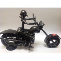 Moto Con Piloto Mujer Hecha De Metal / Fierro / Modelo 12
