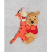 Disney!! Peluche De Pooh Y Tigger Abrazándose, 24cm! Wp13