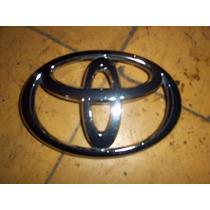 Emblema De Parrilla Toyota Tacoma 05-10 Usado Original