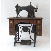 Maquina Antigua De Coser De Colección