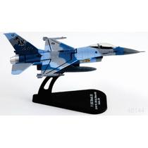 Italeri Die Cast Avion F16 C Block 30 1/100 C/ Exhibidor