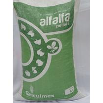 Alfalfa En Pellets. Alimento Para Animales