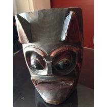 Máscara Antigua Tallada En Madera