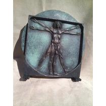 Vieja Escultura De El Hombre De Vitruvio