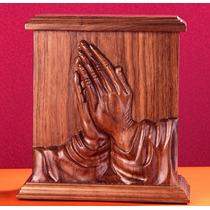 Urna Funeraria Para Cenizas Manos En Oración