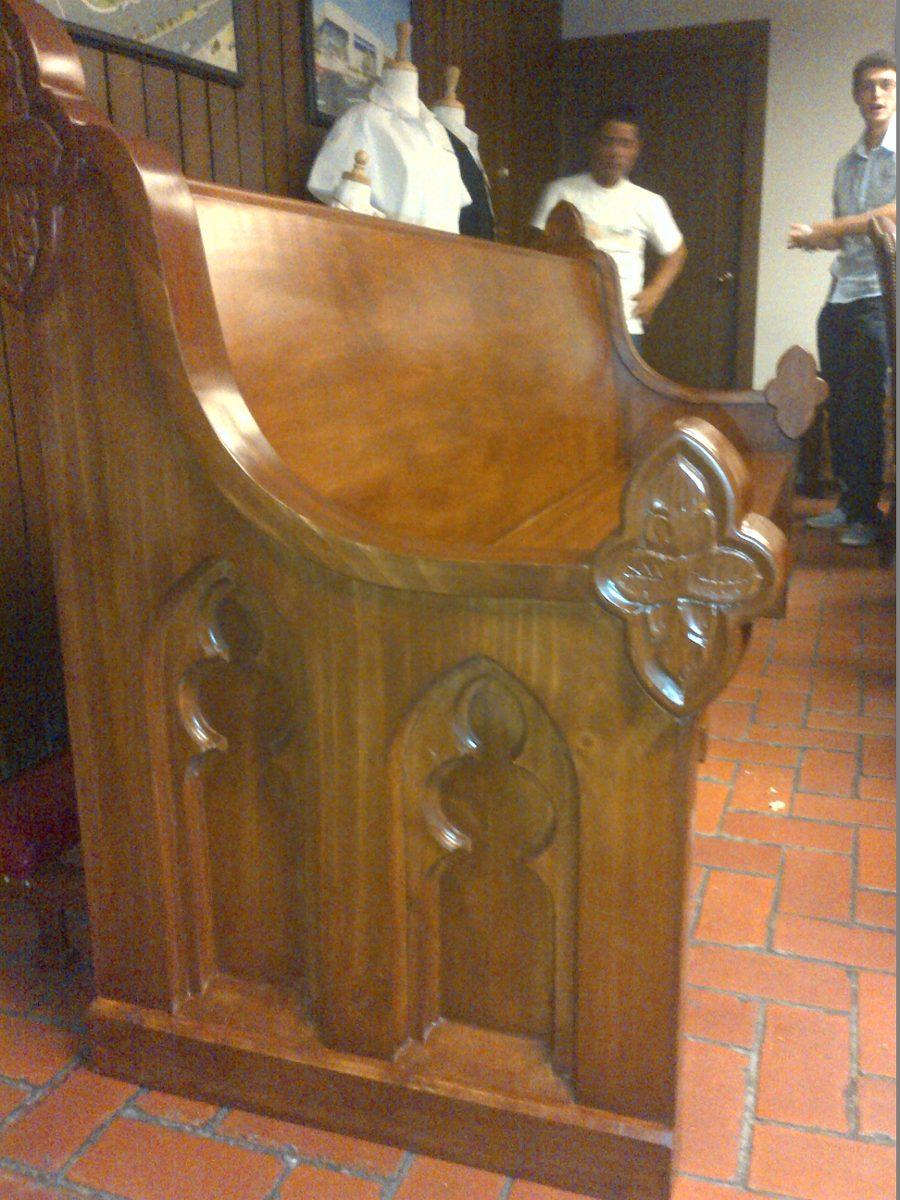 Bancas y muebles para iglesia a medida en for Muebles iglesia