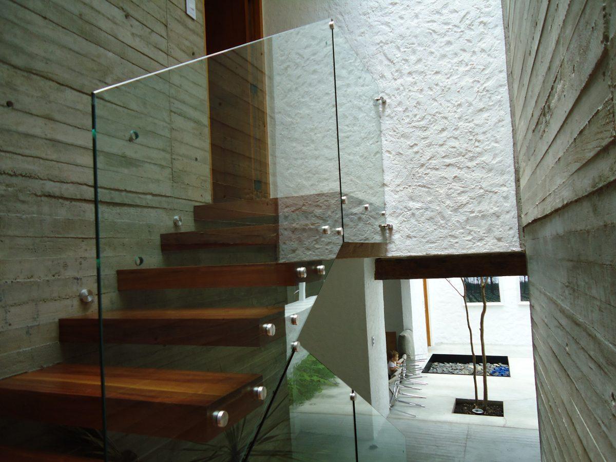 Barandal de cristal templado con chapeton en - Escaleras de cristal templado ...