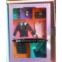 Gran Set De Ropa Y Accesorios De Barbie Y Caja De Coleccion