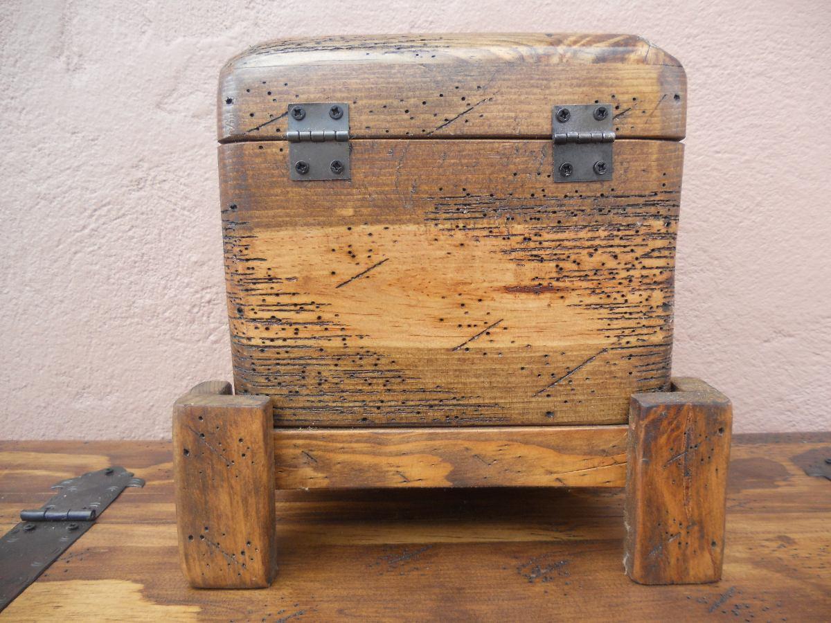 Decorar cuartos con manualidades baules de madera apolillada - Baules de madera para decorar ...