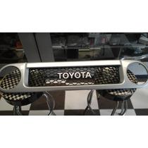 Parrilla Original Toyota Fj Cruiser 2008-2012 Usada