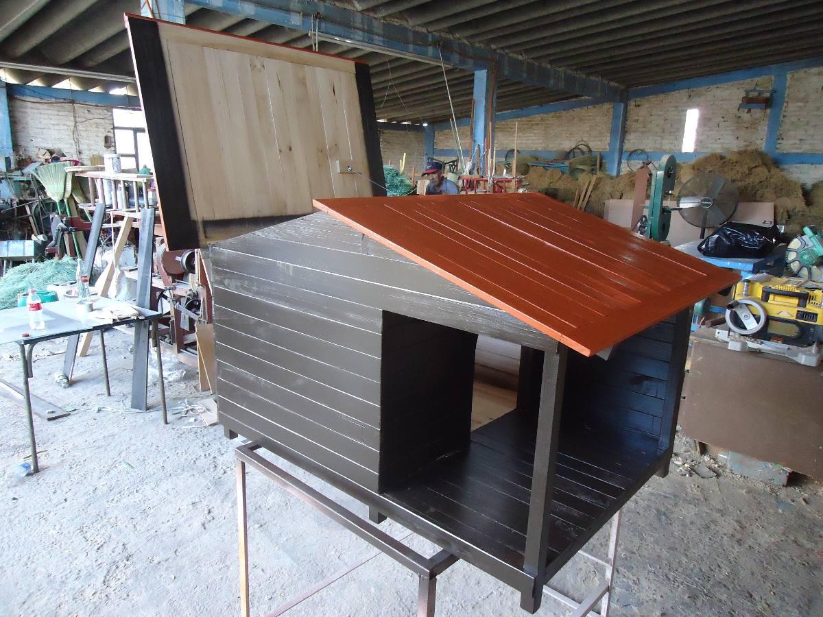 Casa para perros de madera con balcon images for Casas de madera para terrazas