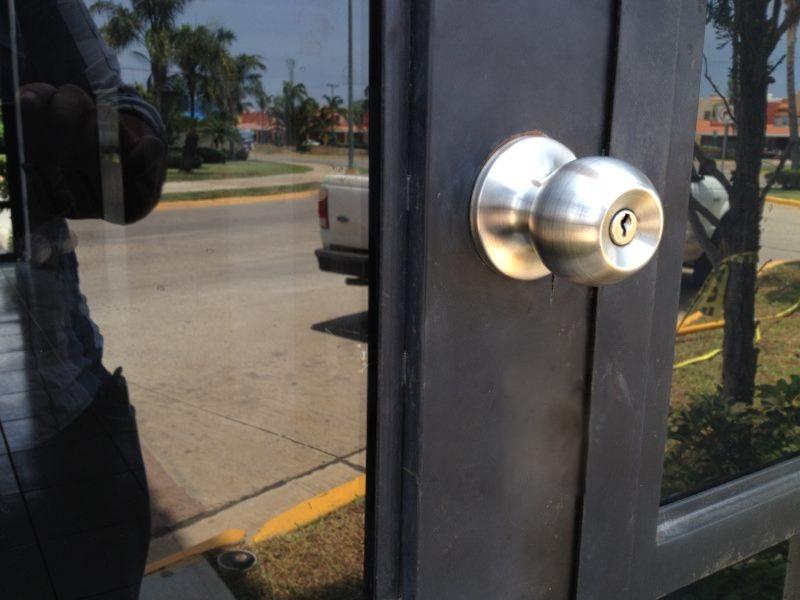 Puertas para ba o economicas - Hacer puerta corredera barata ...