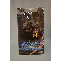Hot Toys Elder Predator On The Throne Statue