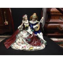 Dama Con Hombre Tocando Banjo. Capodimonte