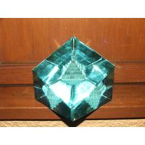 Elegante Pisapapeles De Cristal Con Piramide Hm4