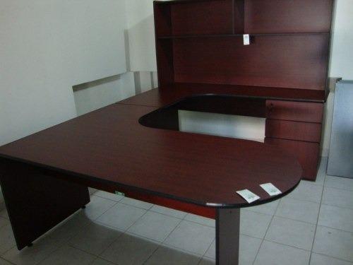 Escritorio ejecutivo en u oficina hwo 4 en for Escritorios para oficina precios