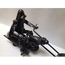 Motocicleta Con Darth Vader De Conductor Hecho De Fierro 18