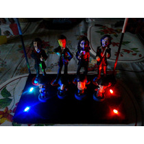 The Beatles 8 Figuras De Resina Con Base Led Multicolor