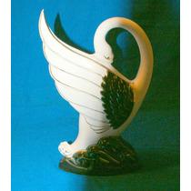Preciosa Figura De Porcelana En Forma De Cisne.