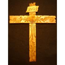 Cruz Con Rosa Finamente Tallada En Madera - Arte Sacro Maa