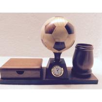 Trofeo De Balon Con Portaplumas. Block De Notas Y Reloj