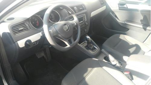 Volkswagen Jetta 4p Trendline L5 2.5 Aut B/a 2015
