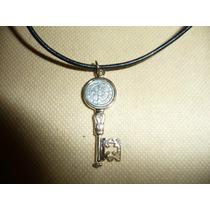 Moderno Dije Medalla Metalico Llave De San Benito