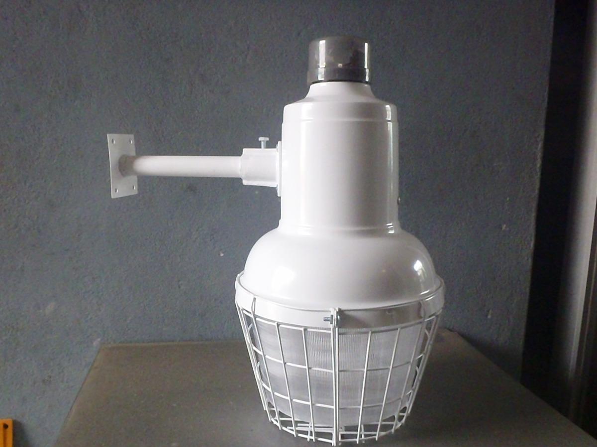 Lampara mini suburbana para exterior con foco ahorrador for Lamparas de exterior
