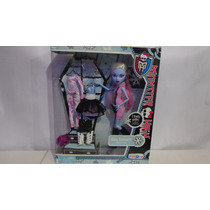 Monster High Abby Bominable 3 Cambios.