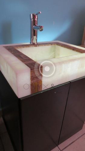 Ba o minimalista rojo for Oferta mueble lavabo