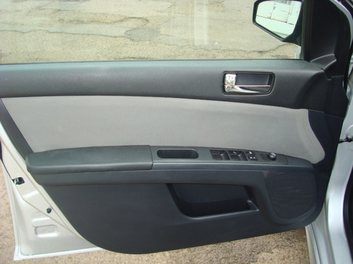 Nissan Sentra 2011 Plata