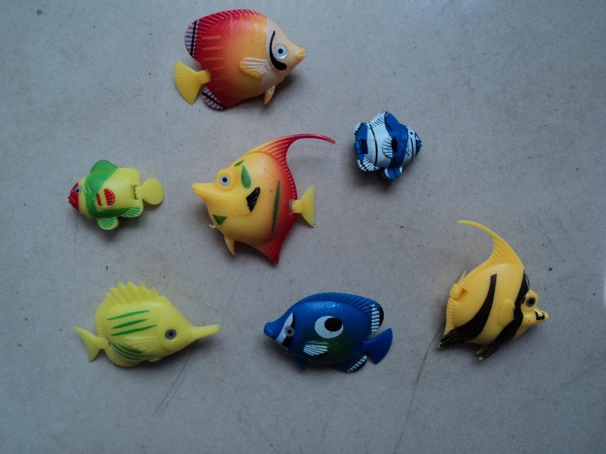 Pin peces flotantes con material reciclado pictures on for Plastico para estanques de peces