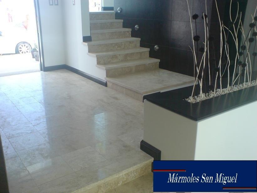 Piso de marmol travertino fiorito lamina fachadas for Marmol travertino precio